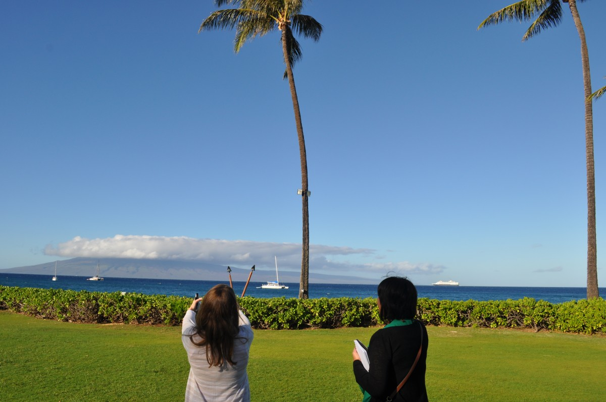 Getting a site tour of the Ocean Lawn at Sheraton Maui. Photo by www.desiglobetrotter.com