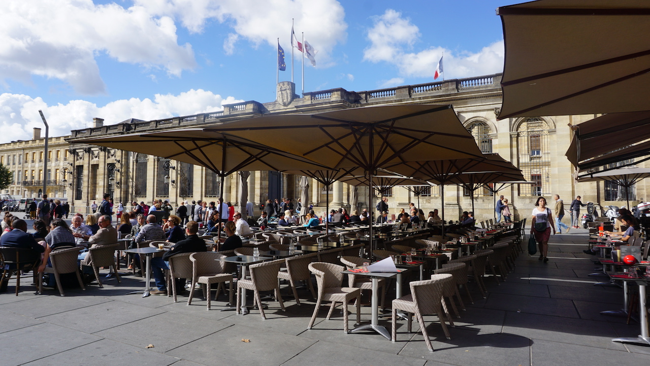 Bordeaux has the highest number of cafes and restaurants per capita in France.